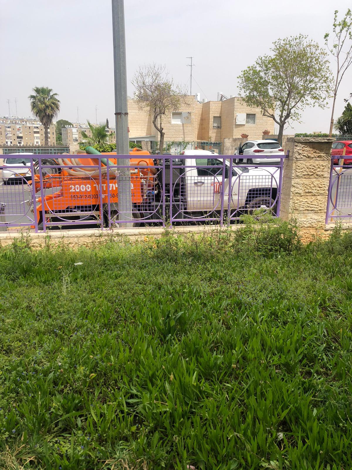 פתיחת סתימה בבניין מגורים משותף בגבעת משואה בירושלים.