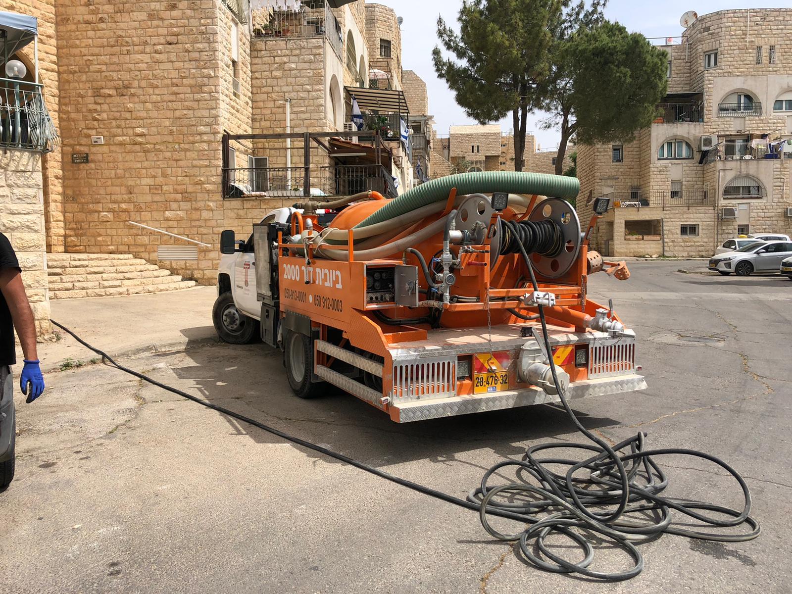 פתיחת סתימה וטיפול בהצפה במקלט בשכונת גילה בירושלים.