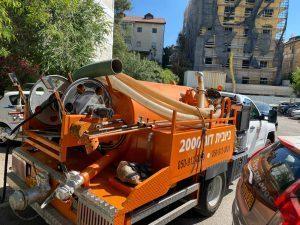 פתיחת סתימה ושטיפת קו ראשי בשכונת ארמון הנציב בירושלים.