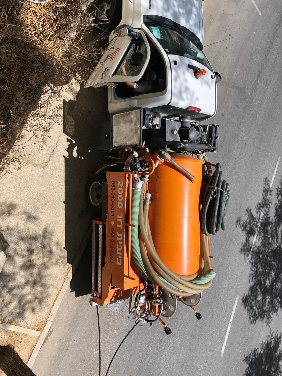 פתיחת סתימה ואיתור שבר בקן ביוב הראשי ע״י מצלמת ביוב בשכונת ארנונה בירושלים.